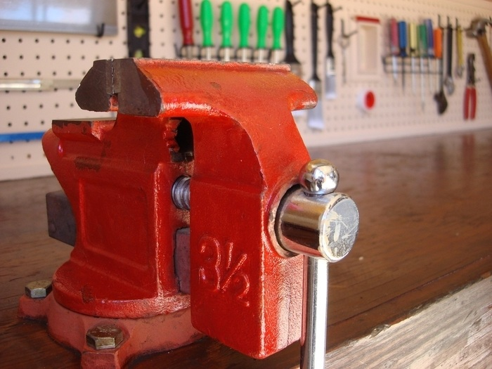 vise in the workbench